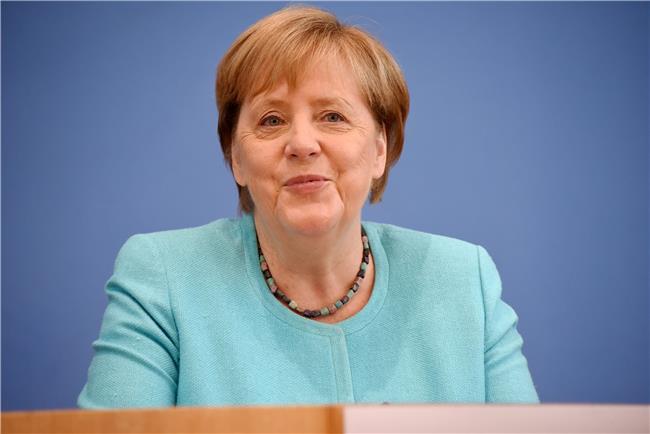 چگونه مرکل قدرتمندترین زن جهان شد؟/ بانوی پولادین آلمان به مردمش دروغ نگفت